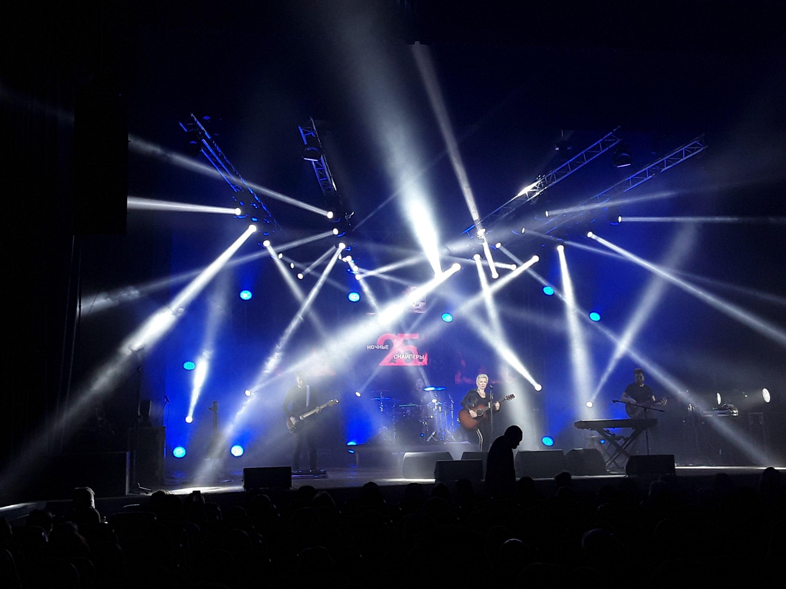 Создай картинку: рок-концерт