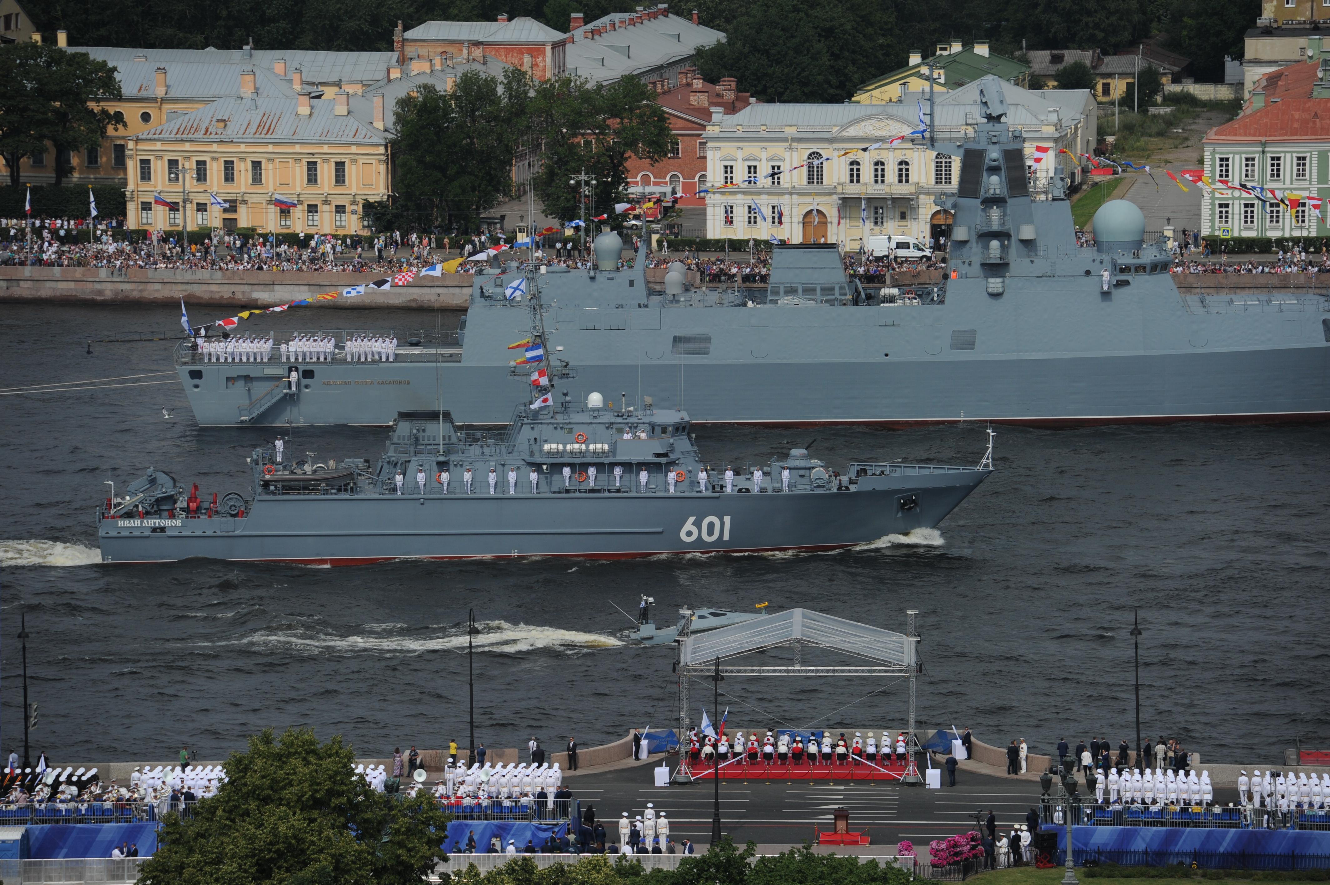 Главный парад военно-морского флота. Фото: Олег ЗОЛОТО
