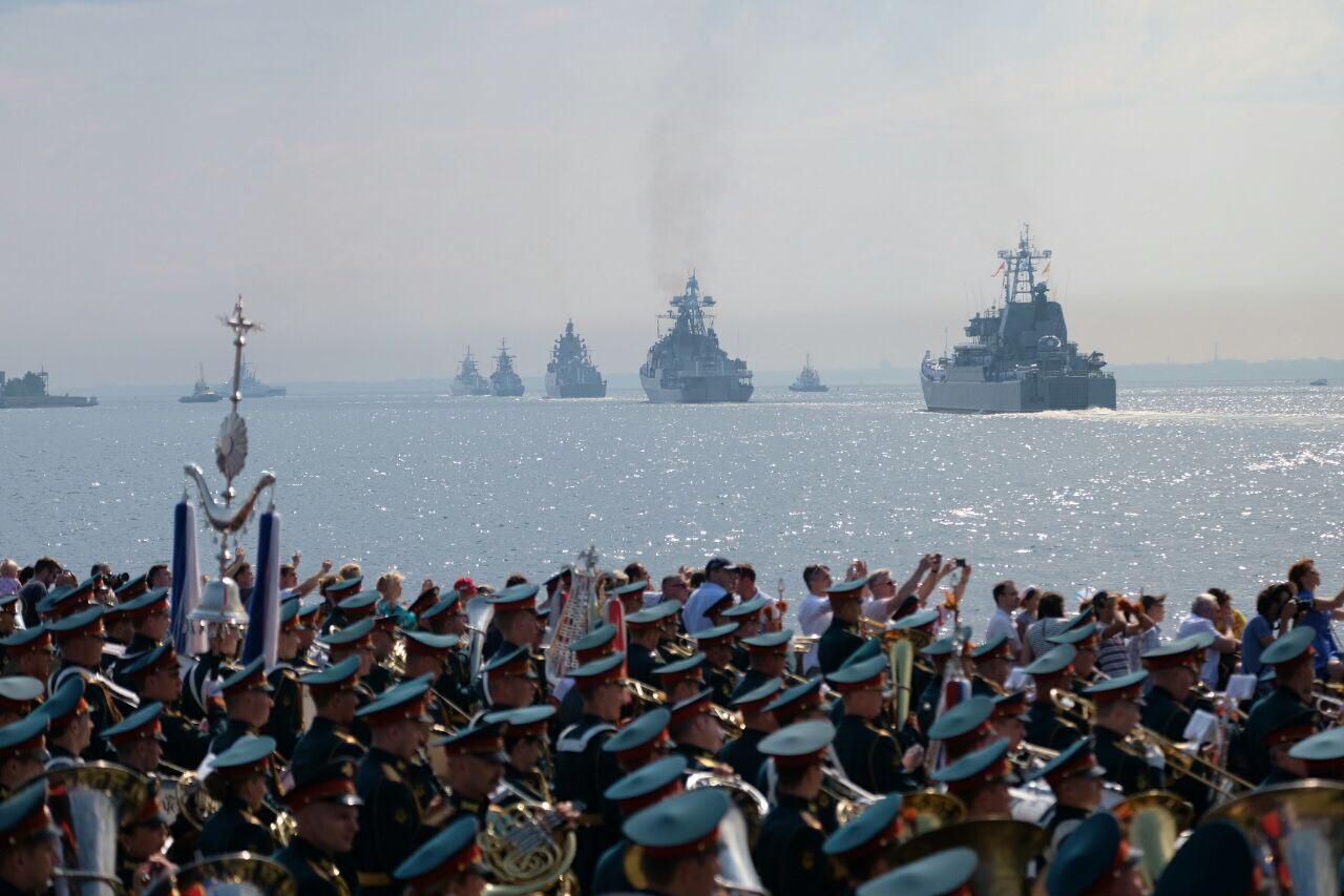 Заход кораблей на Кронштадтский рейд. Фото: Артем Килькин