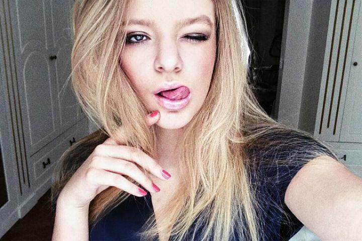 Бедная дочь из бедной семьи,живя в Париже,не испытывает зависти к счастливым быдлопутинцам
