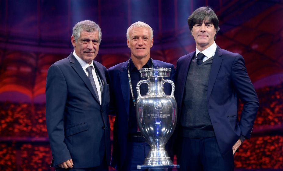 Йоахим Лев уже проиграл Дидье Дешаму (в центре), теперь ему предстоит встреча с командой Фернанду Сантуша (слева). Фото: Global Look Press