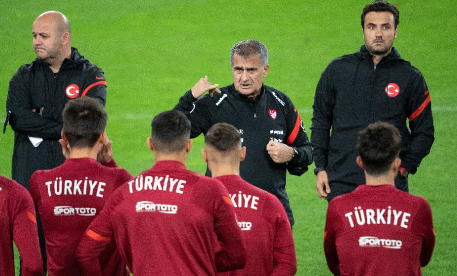Главный тренер сборной Турции Шенол Гюнеш начал подготовку к Евро-2020. Фото: Global Press Look