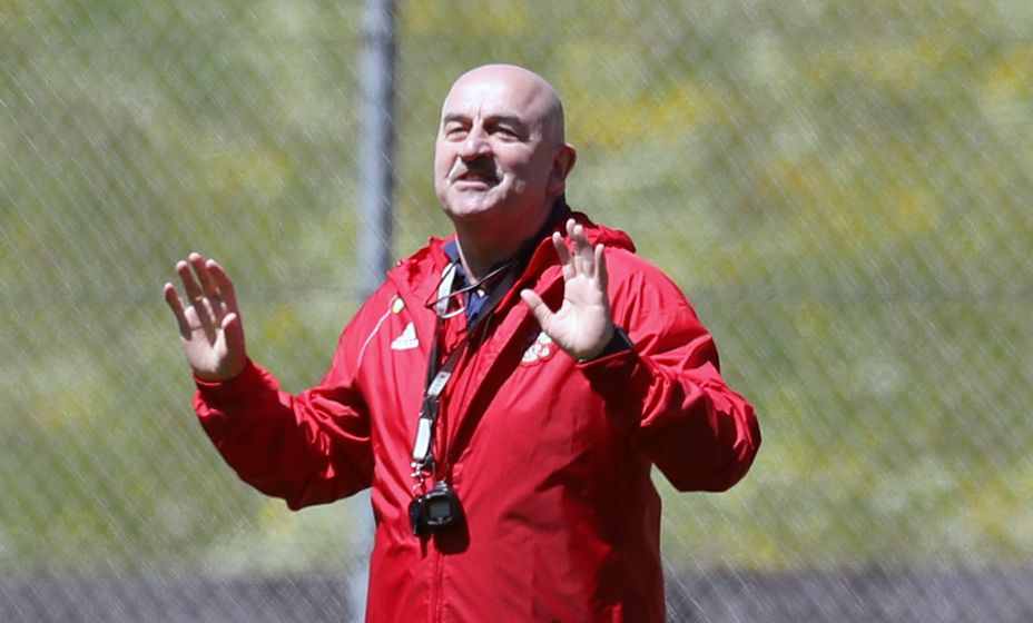 Главный тренер сборной России Станислав Черчесов знает ли об этом? Фото: РФС