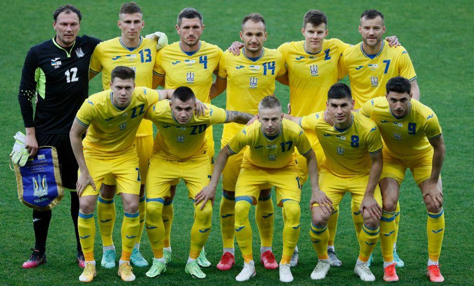 Футболисты сборной Украины прилетели в Рим. Фото: Reuters