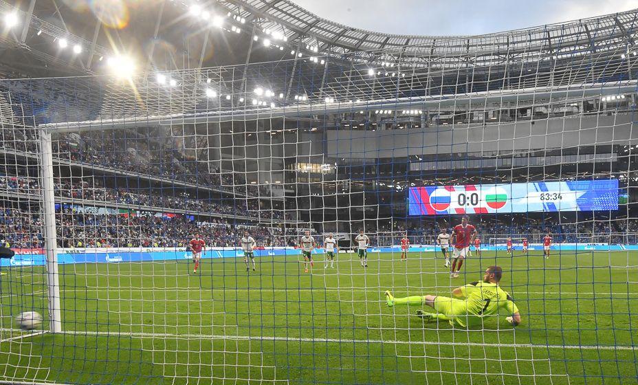 Единственный гол в двух матчах сборная России забила с пенальти: отличился Александр Соболев. Фото: Владимир Велингурин, «КП Спорт»