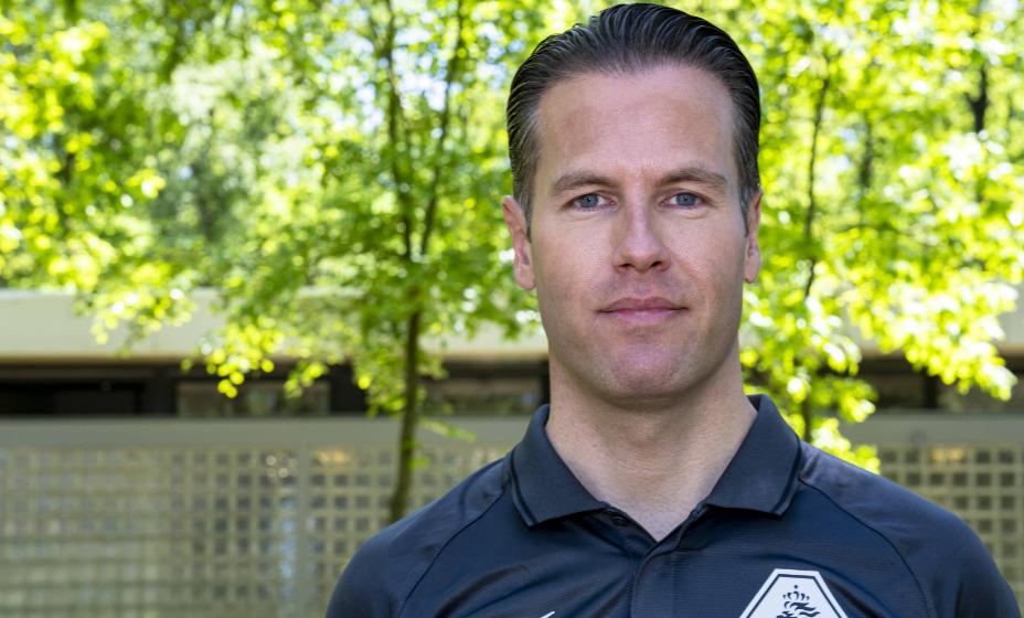 Бригада из Нидерландов во главе с Данни Маккели будет работать на матче Англия - Дании. Фото: Global Press Look