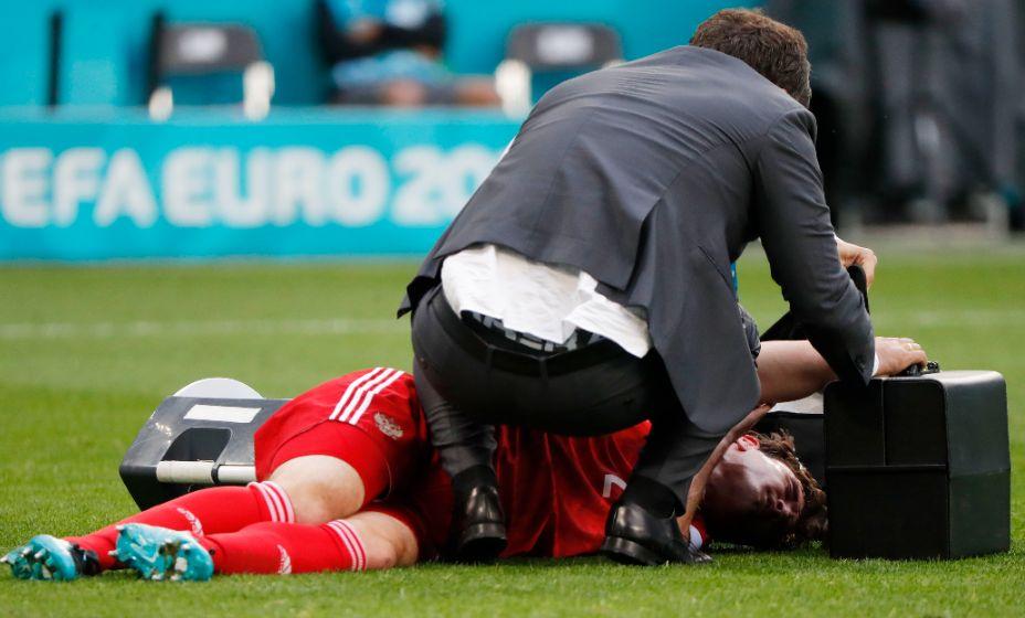 Защитник сборной России Марио Фернандес получил травму в первом тайме матча с финнами. Фото: Reuters