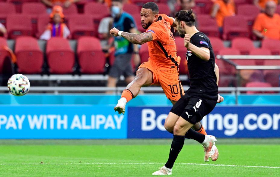 Нападающий голландцев Мемфис Депай стал одним из героев матча с Австрией. Фото: Reuters