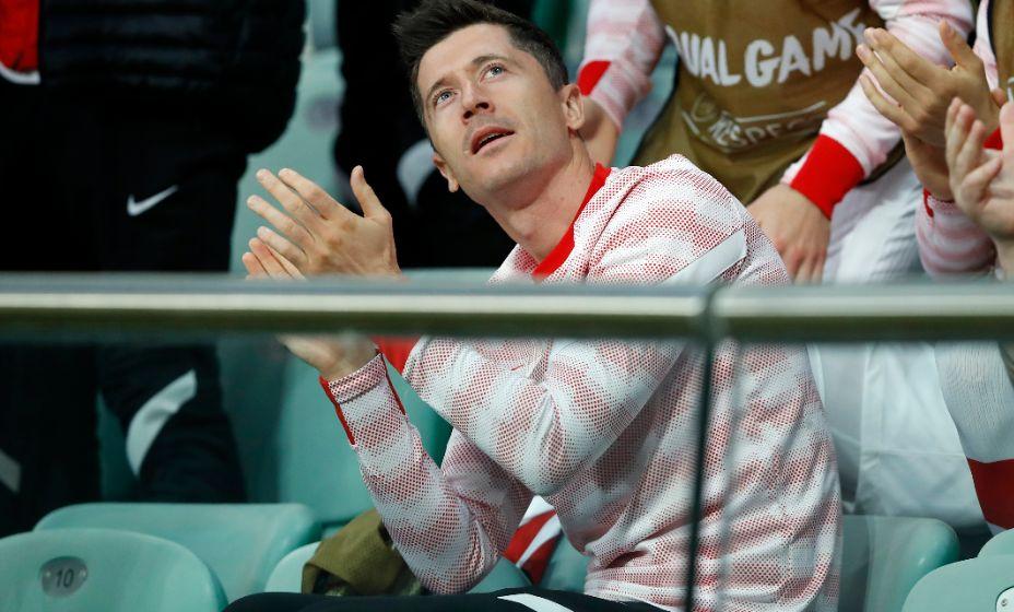 Роберт Левандовски так и не появился на поле против России. Фото: Reuters