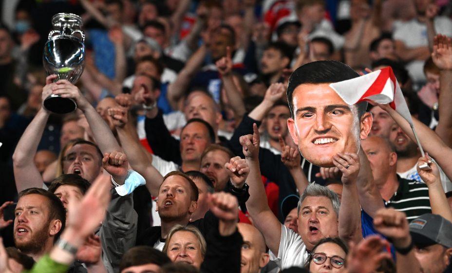 Английскую футбольную ассоциацию наказали из-за поведения болельщиков на матче с Данией. Фото: Reuters