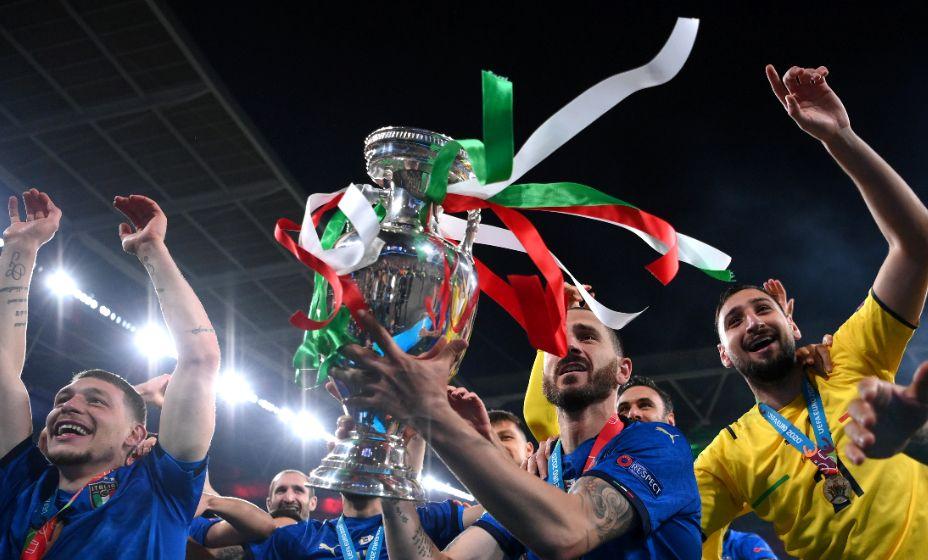 Главные герои финала Евро-2020 Леонардо Бонуччи и Джанлуиджи Доннарумма. Фото: Reuters