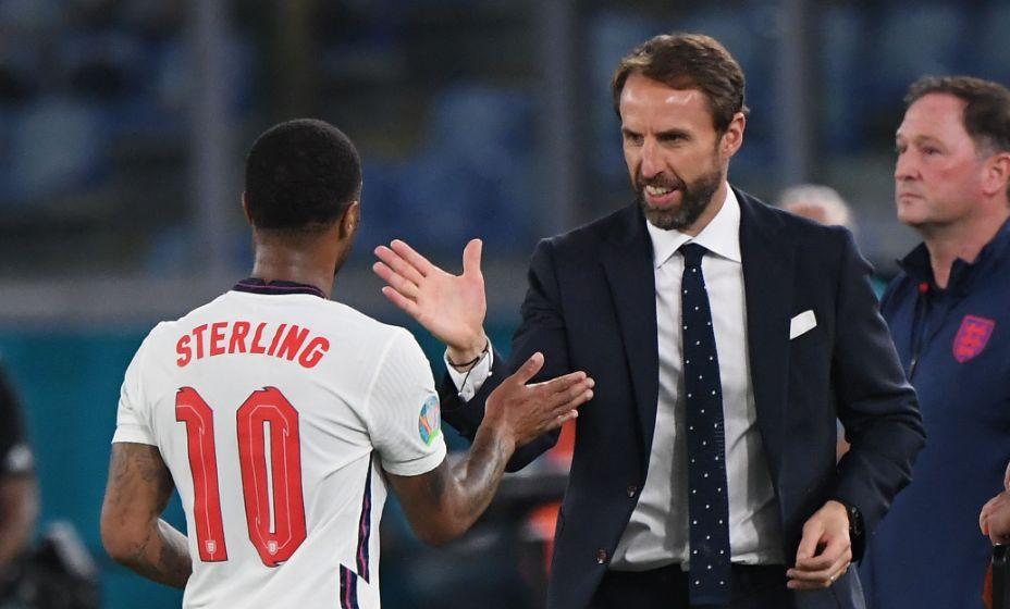 Гарет Саутгейт и Рахим Стерлинг благодаря друг друга за прекрасный футбол. Фото: Reuters