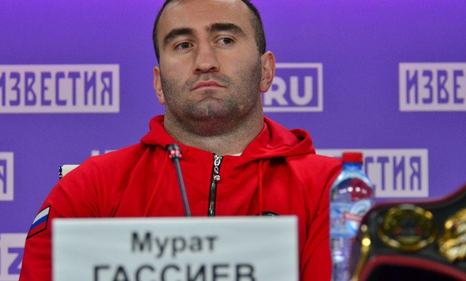 Российский боксер Мурат Гассиев одержал вторую победу в супертяжелой весовой категории