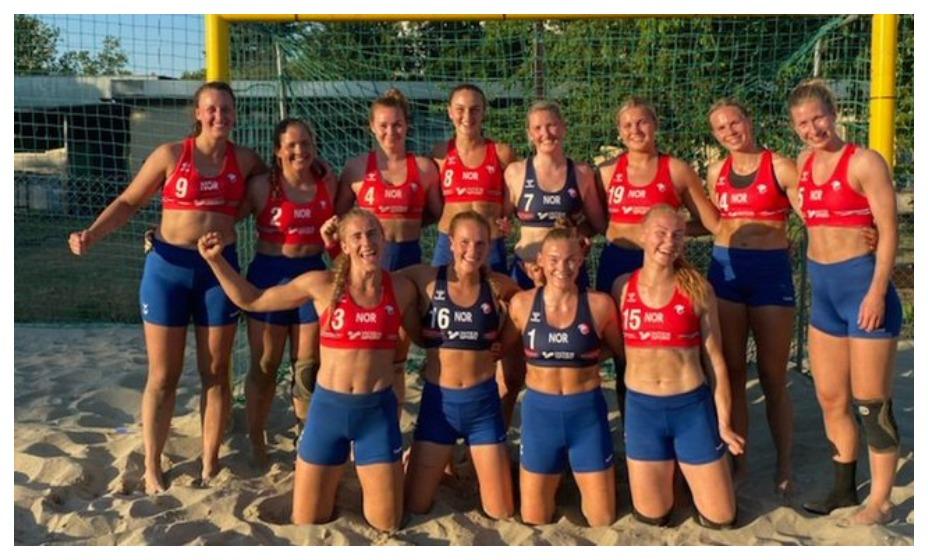 Женская сборная Норвегии по пляжному гандболу отказалась играть в бикини. Фото: Twitter Tradia