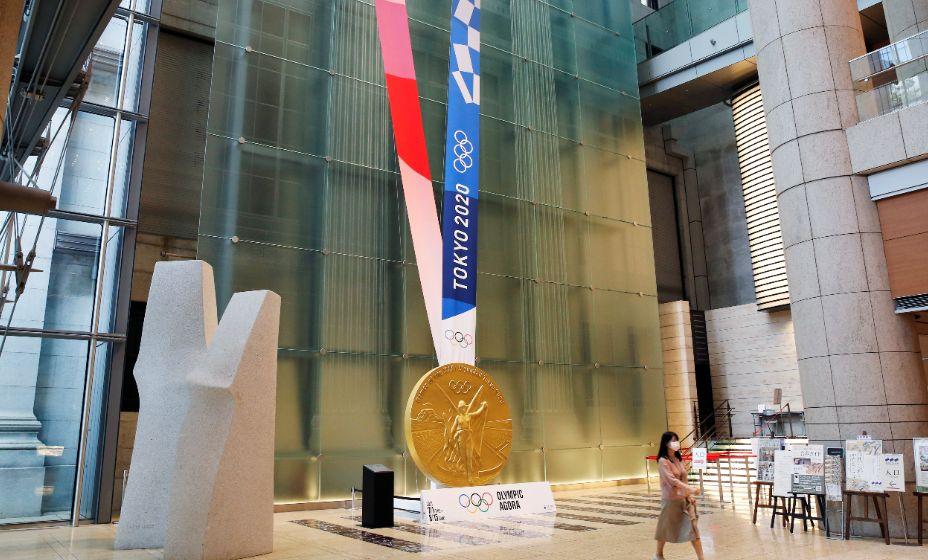 В условиях коронавируса спортсмены в Токио-2020 сами будут надевать на себя медали. Фото: Reuters