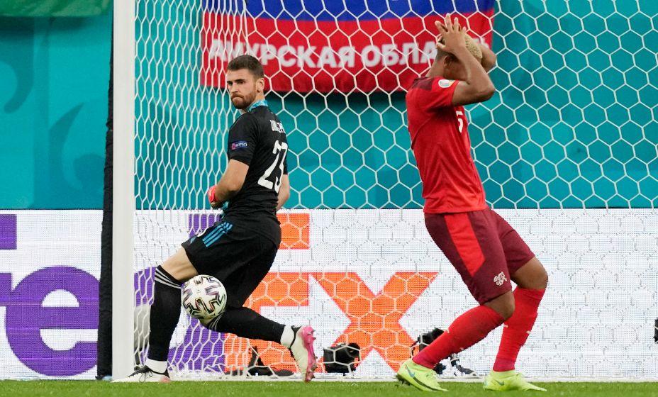 Вратарь испанцев Унаи Симон стал героем серии пенальти в четвертьфинале Евро-2020. Фото: Reuters